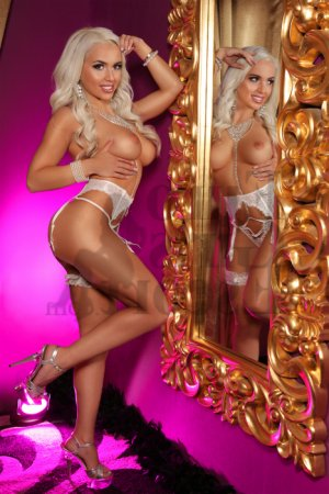 Cesarina escort girls