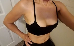 Marie-carmen escort girl in Elyria